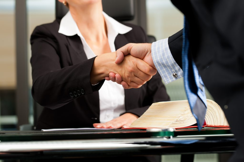 La Mejor Firma Legal de Abogados en Español de Acuerdos en Casos de Compensación Laboral, Mayor Compensación de Pago Adelantado en Long Beach California